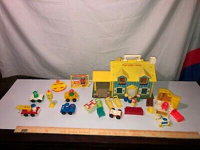 1969 Vintage 952 Fisher Price Little People Family House + Park+ City Workers!