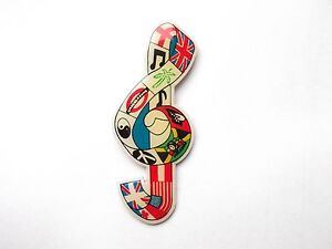 MUSICAL NOTE WORLD SHEET MUSIC PEACE FLAGS NEW ENAMEL BROOCH PIN BADGE FREE POST