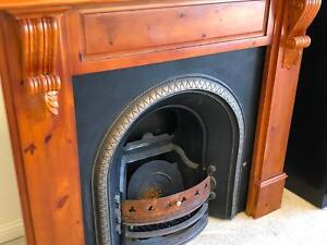 Colonial gas fireplace