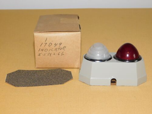 """VINTAGE 3 3/4"""" HIGH RED WHITE INDICATOR LIGHTS UNUSED IN BOX NOS"""