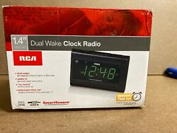 RCA RC141 Dual Wake LARGE 1.4 DISPLAY Alarm Clock w/ Snooze & Digital FM Radio