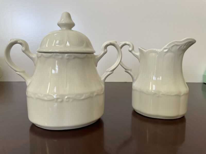 """J & G Meakin """"Sterling Colonial"""" English Ironstone Creamer & Sugar Set with lid"""