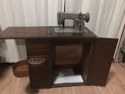 Singer 306k vintage sewing machine and cabinet