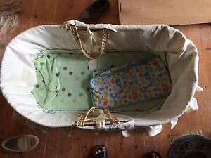 Moses bassinet and stand