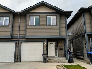 3 BEDROOM TOWNHOUSE BACKING TO PARK