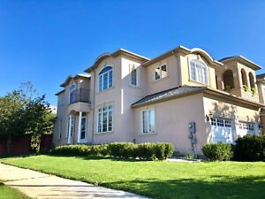 Detached house at vaughan for rent