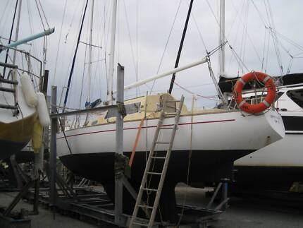 SWANSON 27FT YACHT NEEDS WORK AND TLC