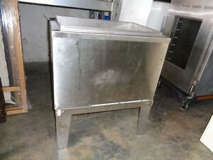 McCann 96-1100-8 Freestanding 60 lb Capacity Ice Well Bin & Cold Plate - BJ