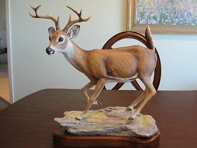 BOEHM WHITE TAILED BUCK # 98 WITH STAND MADE IN ENGLAND 1984