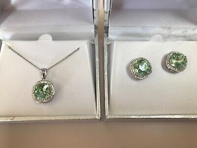 """Beautiful Genuine Crystal Green 18"""" Necklace Pendant and Stud Earrings Set"""