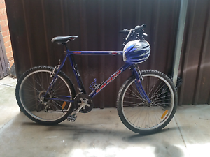 Good road bike with helmet.. Parafield Gardens Salisbury Area Preview