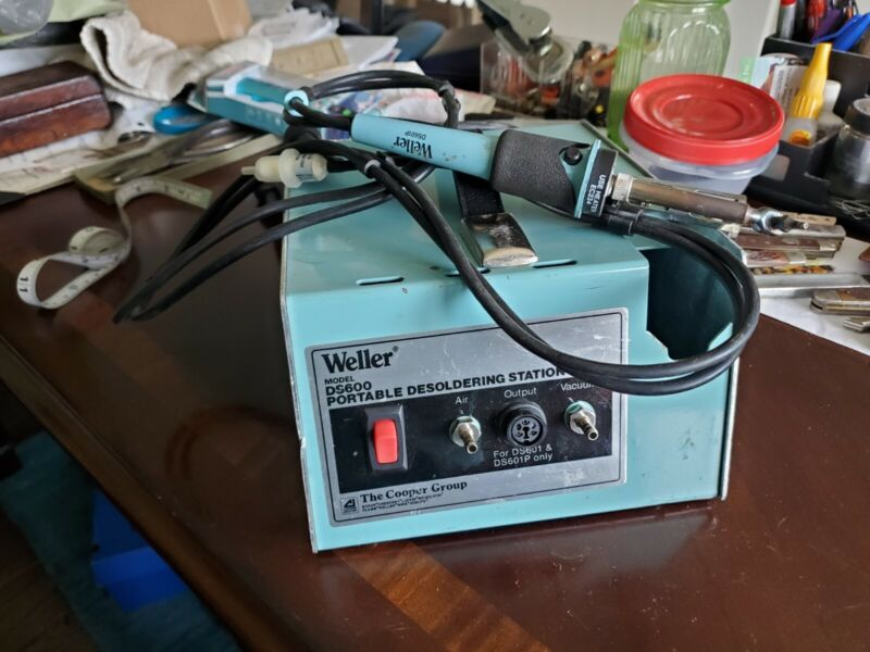 Weller DS600 Portable Desoldering Station w/  Iron DS601P