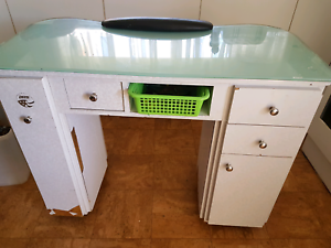 Price reducedNAIL TECHNITION MANICURE TABLE PLUS SOME ACCESSORIES