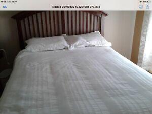 Base de lit queen en bois massif.   Tête et pied