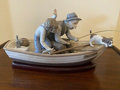 LLADRO PORCELAIN FIGURINE FISHING WITH GRAMPS 5215 WITH WOOD BASE