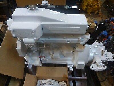 Photo John Deere 4045FM Marine Diesel engine rated 80 HP/ Twin Disc MG-502 2.5:1