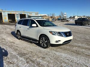 2015 Nissan Pathfinder Platinum Fully Loaded Low Kms