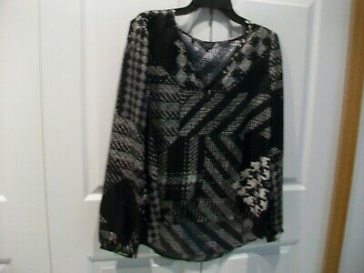Guess Women's Black Design Top Blouse Size Medium Longer in the back (Guess The Designer)