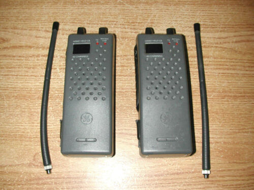 VINTAGE PAIR OF GENERAL ELECTRIC GE 3-5960A HAND HELD 40-CHANNEL CB TRANSCEIVERS