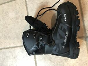 FXR SNOWMOBILE BOOTS SIZE 8 (NEW)