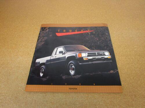 ORIGINAL 1988 Toyota pickup truck SR5 Xtracab sales brochure literature 28 page