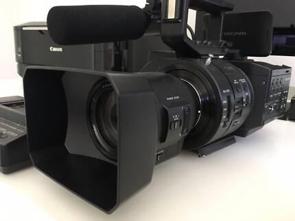 Sony NEX-FS700 4K Super 35mm CMOS Sensor Camcorder with 18-200mm