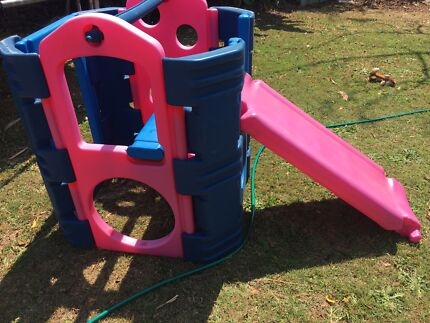 Outdoor pink/blue play gym