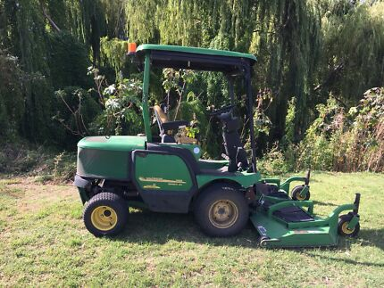 "John Deere 1565 our front mower with 72"" RD deck"