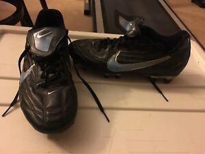 Women's soccer shoes