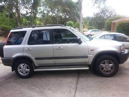 Silver Honda CRV 1998 in excellent condition