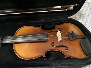 4/4 Full Size Violin, Bow & Case (mint condition)