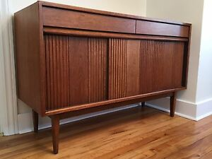Honderich Walnut Mid Century Modern Credenza Buffet! Reduced$!