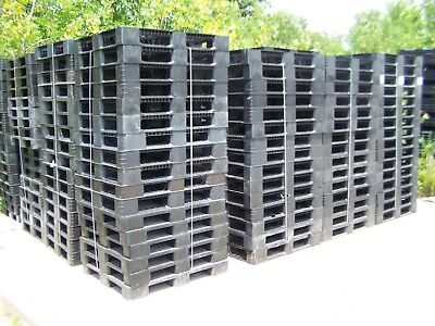 16 Unmarked Unbranded 39.5x47.5 Standard Rackable Plastic Pallets