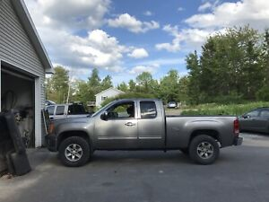 GMC Sierra slt fully loaded with low km
