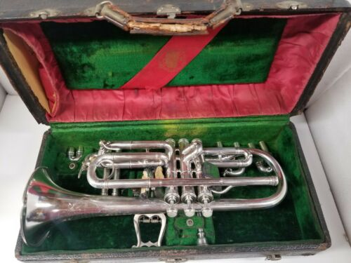 "FRANK HOLTON ""NEW PROPORTION"" CHICAGO CORNET WITH CASE & MOUTH PIECE."