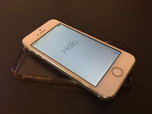 iPhone 5S 32GB factory unlocked in white/silver