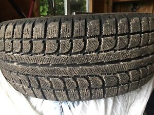 Almost NEW winter tires 225 50 17 ! Pneu comme neufs ! Vite