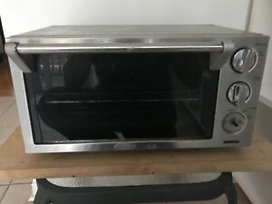 DeLonghi Toaster oven in great working condition