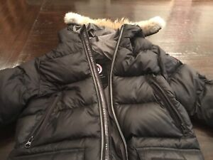 Canada Goose coat size med 10-12 kids mint condition