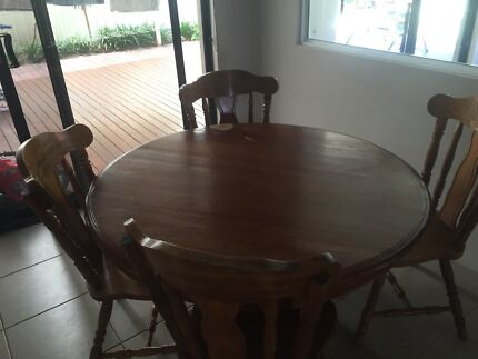 Country style wooden breakfast table with 6 chairs Meadow Springs Mandurah Area Preview