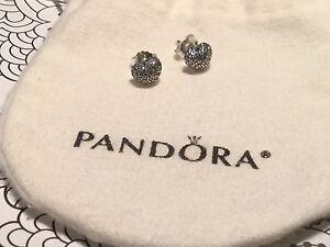Boucle d'oreilles Pandora neuves