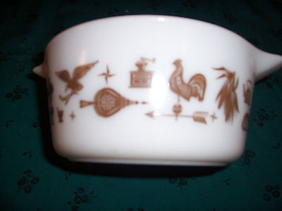 Pyrex Cinderella 1 1/2 Qt Bowl Americana White Brown Casserole Ovenware Rooster