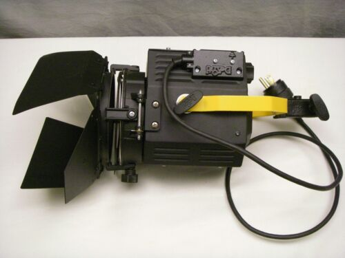 DeSisti Magis model 300 Fresnel Stage/Studio Light with barndoors and clamps