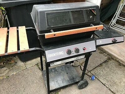 TORONTO GAS BBQ - USED WITH SIDE BURNER - WITH GAS BOTTLE