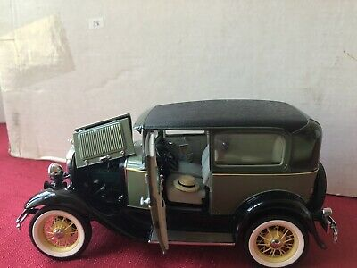 MIB Franklin Mint 1930 Ford Model A Tudor Green & Black 1:24 Diecast Car
