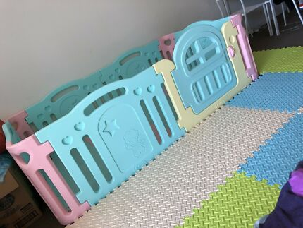 Luxury Play Pen only use one month