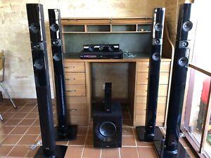 Wireless surround sound home theatre system