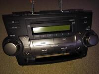 Toyota Highlander 2009 - factory stereo with mounts