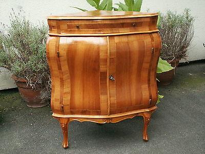 Schöne Eckkommode / Eckschrank Barock-Stilmöbel , Nußbaum mit Intarsien