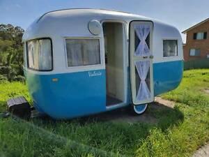 Retro Vintage Sunliner Caravan 1958